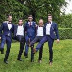 Bräutigam tanzt mit Freunden